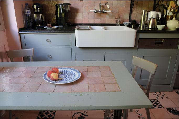 Emery cie omtrent klanten waar la hulpe keuken 08 - Tafel woonkamer van de wereld ...