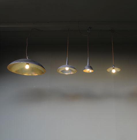 emery cie lumieres a suspendre lampes metal lampe en cuivre. Black Bedroom Furniture Sets. Home Design Ideas