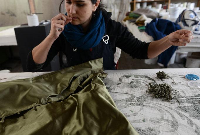 Emery cie tissus faconnes coussins impressions soie d finition - Les coussins en satin ...
