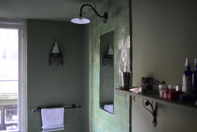 Emery cie lumieres appliques poussin exemples for Applique salle de bain verte