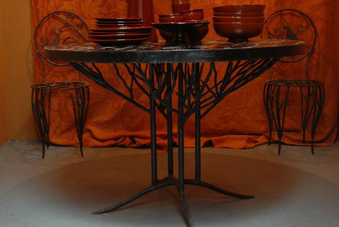 Emery & cie meubels aan tafel hoge tafelpoten ronde arbre