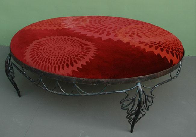 emery cie mobilier le geste de s asseoir mod les poufs fer forge d finition. Black Bedroom Furniture Sets. Home Design Ideas
